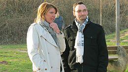 Bettina Böttinger mit Hauptprotagonist Björn Jockwig. Momentan hält ihn ein Herzunterstützungssystem am Leben. Foto: Copyright  ©WDR