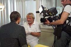 """Der Autor im Gespräch mit Dr. Horst Becker Copyright: ZDF / Claus Sturm ZDFzoom"""" geht der Frage nach, warum Millionen Menschen beim Zahnarzt so massiv zur Kasse gebeten werden"""