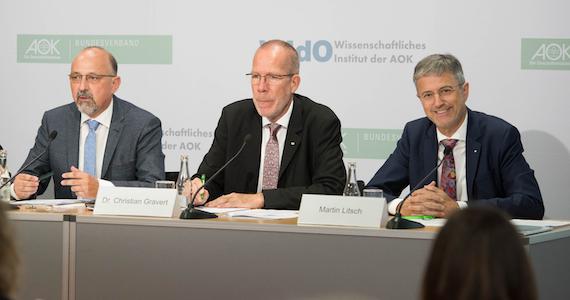 Foto: Podium (v.l.): Helmut Schröder, Dr. Christian Gravert, Martin Litsch