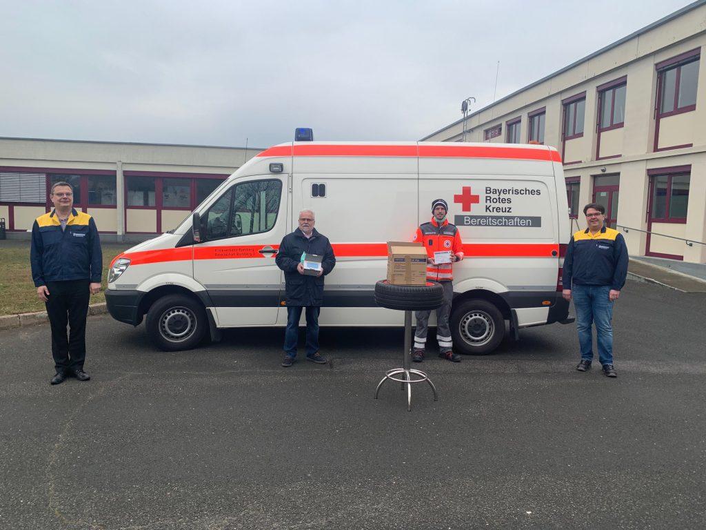 Michelin übergibt Reifen für Krankenwagen n das Bayerische Rote Kreuz