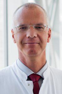 Professor Felix Walcher (Foto), Generalsekretär der DIVI und Direktor der Klinik für Unfallchirurgie des Universitätsklinikums Magdeburg.